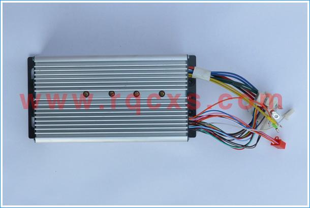 产品各项技术指标: 1、额定电压: 48V 60V 2、最大功率: 1500W 3、输出电流:80A 4、电机空转损耗电流:1.55A 5、电机匹配:60度120度 三相无刷直流电机 6、普通刹车断电:高或低电平信号刹车 7、散热:铝制外壳和铝长方形实心条 8、工作温度:-40~80 9、外形尺寸:18管 长234mm宽82.